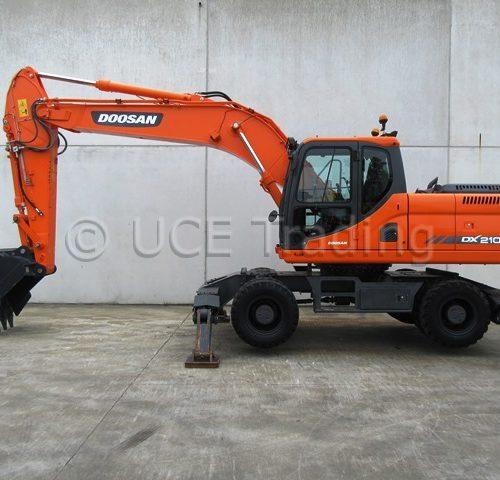 DOOSAN DX210W mobile excavator