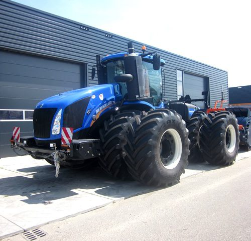 NEW HOLLAND T9.700 + 2 AP SCRAPERS